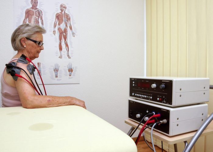 Elektrotherapie mit Interferenzstrom und Saugmassage